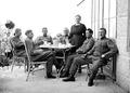 Rekonvaleszenten Soldaten auf Terrasse - CH-BAR - 3241422.tif