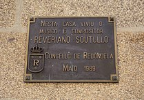 Reveriano Soutullo Otero, placa en Redondela.jpg