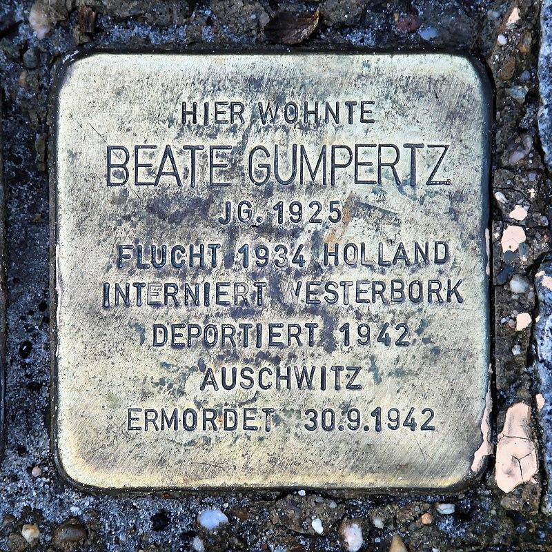 Rhauderfehn - Rhauderwieke - 3 - Stolpersteine Gumpertz, Beate 01 ies.jpg