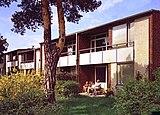 Viviendas pareadas en Riksrådsvägen, Skarpnäck, Estocolmo (1953-1956), junto con Charles-Edouard Geisendorf
