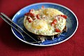 Ristet brød og spejlæg med ost og tomater (6929866240).jpg