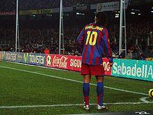 1484fe3fd14b7 Ronaldinho taking a corner against Celta de Vigo at the Camp Nou in 2005