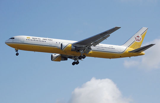 File:Royal.brunei.b767-300er.v8-rbk.arp.jpg