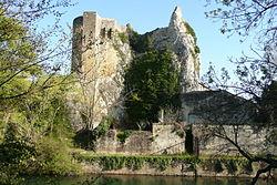 Ruine à proximité de la tour à Roquemaure.JPG