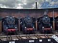 Saechsisches Eisenbahnmuseum - gravitat-OFF - Drei Grazien Lokschuppen (SEM).jpg