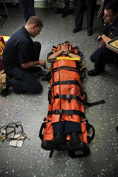 File:Sailors conduct emergency medical training. (9137301994).jpg