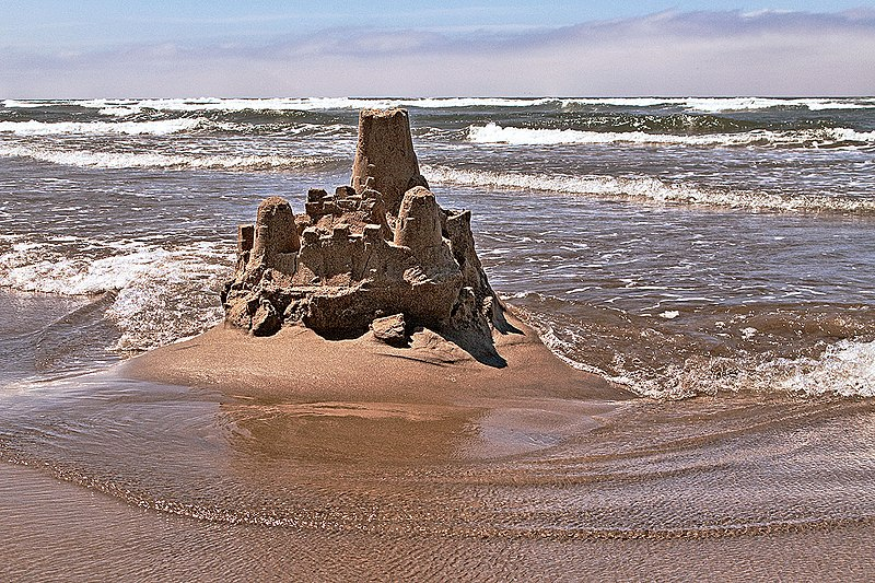 File:Sand castle, Cannon Beach.jpg