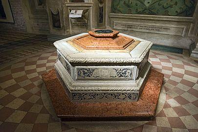 Santa Giustina (Padua) - Corridor of the Martyrs - well