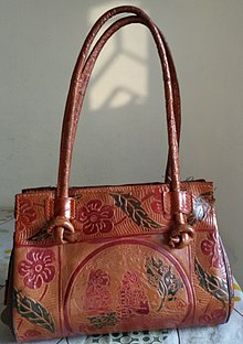 03e860e511 Un sac en cuir fabriqué dans le district de Birbhum, en Inde.