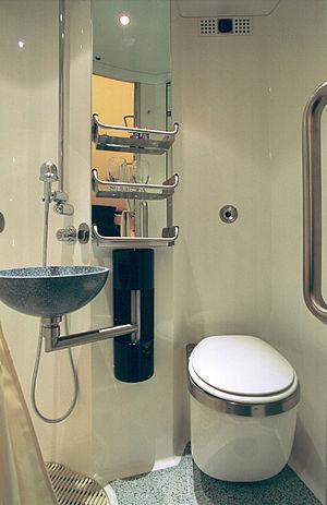 City Night Line - Image: Schlafwagen Comfortline Deluxe DU WC
