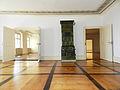 Schlosszimmer mit historischem Kaminofen.jpg