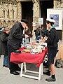 Scouts d'Europe vendant des pâtisseries (5).JPG