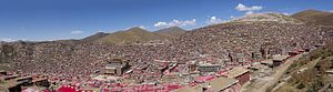 Larung Gar Buddhist Academy - Panorama of the institute in Sêrtar, facing north