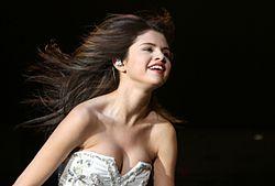 Justin Bieber dating Selena Gomez bekräftade mest populära gratis dejtingsajt i Australien