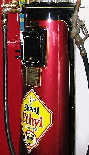 English: Vintage Signal Ethyl Gasoline pump (d...
