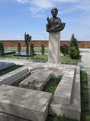 Silva Kaputikyan - Kaputikyan's tombstone