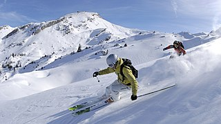 Recreational activity and sport using skis