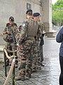 Soldats à la tombe du soldat inconnu.jpg