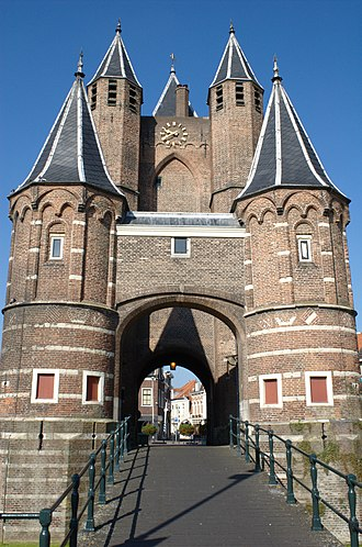 Amsterdamse Poort, Haarlem - The Amsterdamse Poort facing the canal to Amsterdam, and before 1631 known as the Spaarnwouder Poort because it was built to face the road to Spaarnwoude.