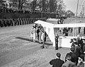 Staatsbezoek van koningin Elizabeth II van Engeland en prins Philip aan Nederla…, Bestanddeelnr 909-4466.jpg