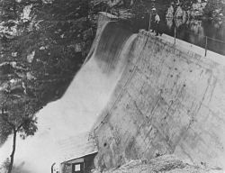 StateLibQld 1 390625 Water flowing over spillway at Ibis Dam, Irvinebank, ca. 1912.jpg