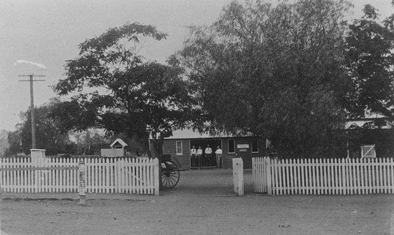 File:StateLibQld 1 81011 Commonwealth Bank building, Springsure, ca. 1924.jpg