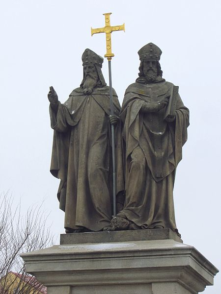 Lêer:Statue, Saints Cyril and Methodius, Trebic, Czech Republic.JPG
