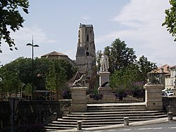 Statue du Maréchal Lannes et cathédrale Saint-Gervais-Saint-Protais5 (Lectoure, Gers, France).JPG