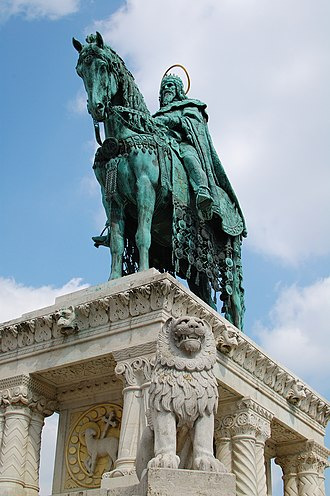 Stephen I of Hungary - King Saint Stephen's modern sculpture in Budapest