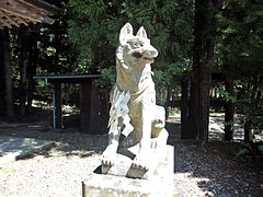 Statue of White wolf in Precincts of Yamatsumi-jinja shrine of Iitate village.JPG
