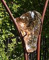 Steen gevat in staal. Locatie, Tuinen Mien Ruys.jpg