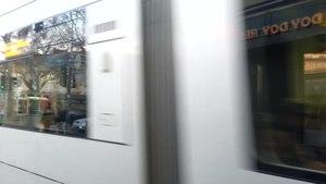 File:Straßenverkehr in Düsseldorf.ogv