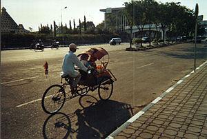 Surabaya straatbeeld bechak