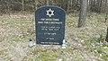 Tablica pamiątkowa usytuowana w mijscu starego cmentarza zydowskiego.jpg