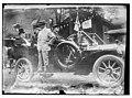Taft in auto LCCN2014690877.jpg