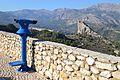 Telescopi i la penya del Castellet al fons, el Castell de Guadalest.JPG