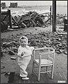 Terwijl een grote ramp zich voltrok over een gedeelte van Nederland schonk mevr., Bestanddeelnr 059-1266.jpg