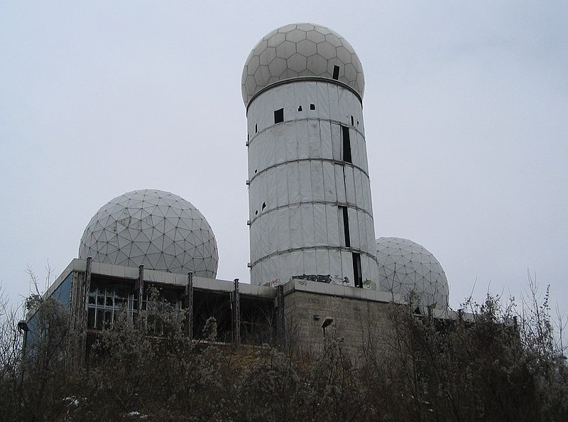 File:Teufelsberg buildings.jpg
