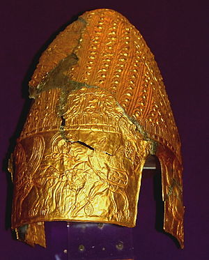 Cucuteni - Image: Tezaurul Romaniei MNIR Getic Helmet