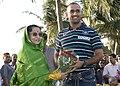 The President, Smt. Pratibha Devisingh Patil greeting the Indian Cricket Team Captain M.S. Dhoni, at Maharashtra Raj Bhavan, in Mumbai on April 03, 2011.jpg