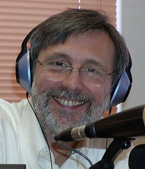 Thom Hartmann - Hartmann doing his radio show, The Thom Hartmann Program, in 2004 at Santa Fe, New Mexico.