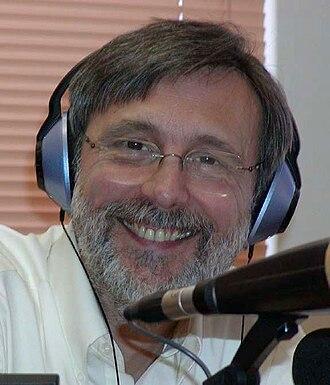 Thom Hartmann - Hartmann doing his radio show, The Thom Hartmann Program, in 2004 at Santa Fe, New Mexico.