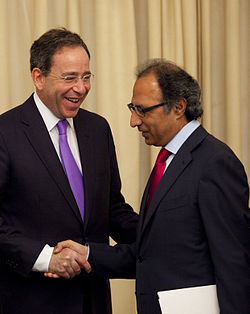Thomas Nides meets Abdul Hafeez Shaikh in Islamabad April 4 2012 crop.jpg