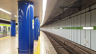 Iwamotocho Station - Image: Toei subway S08 Iwamotocho station platform 3 4 20170512 161941