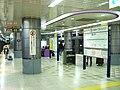 TokyoMetro-N05-Roppongi-1chome-station-platform.jpg