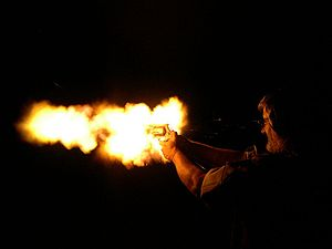 Smith & Wesson Model 500 - Image: Tom 500 nightfiring