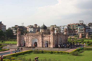 Tomb of Pari Bibi view 07.jpg