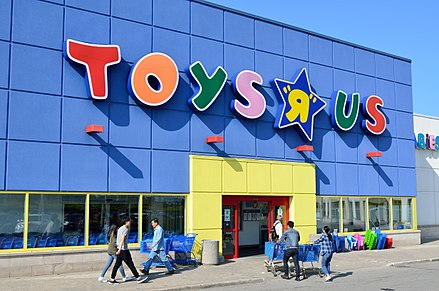 "Toys ""R"" Us in Richmond Hill, Ontario, Canada. Canada is among the earliest foreign markets be targeted for international expansion. ToysRUsOntario4.jpg"