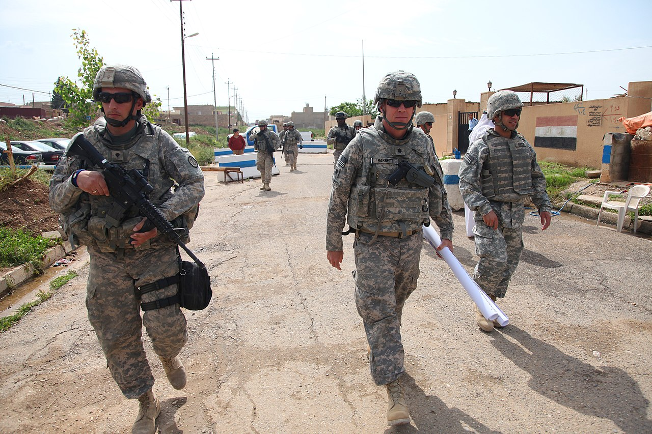 File:U.S. Soldiers from 214th Military Police (MP) Company ...