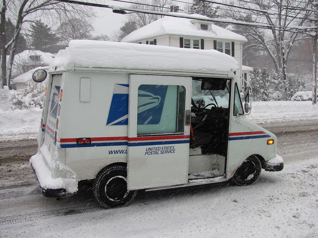 https://upload.wikimedia.org/wikipedia/commons/thumb/8/84/USPS_Truck_in_Winter%2C_Lexington_MA.jpg/1024px-USPS_Truck_in_Winter%2C_Lexington_MA.jpg